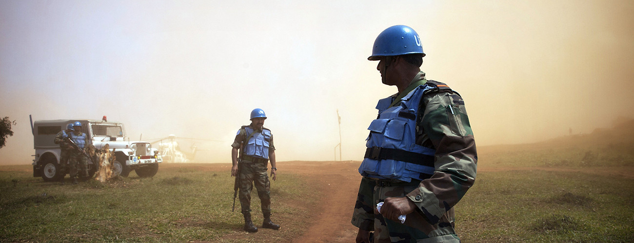 United Nations peacekeepers in the Democratic Republic of the Congo await the arrival of the DRC communications minister. Kanyabayonga, DRC, June 5, 2014. (Sylvain Liechti/UN Photo)