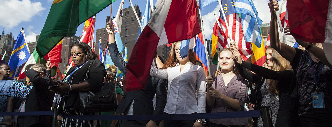 Students carry the flags of UN member states to mark International Peace Day. New York, September 21, 2016. (Laura Jarriel/UN Photo)